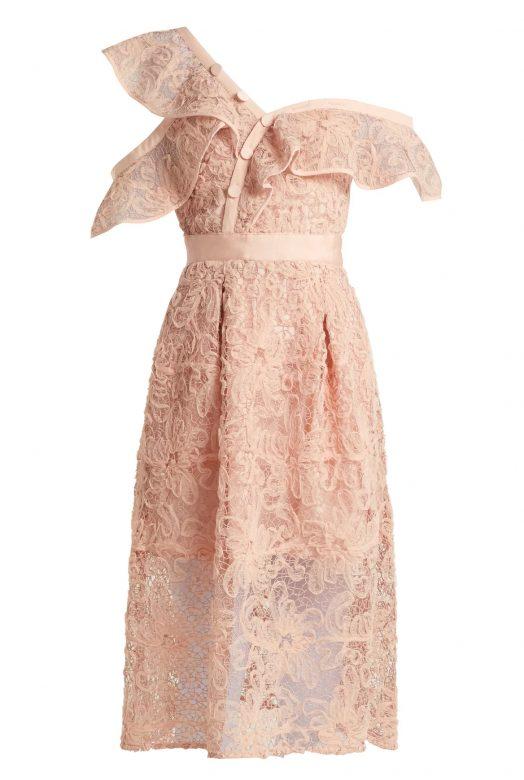Нежное розовое платье с асимметричным воланом