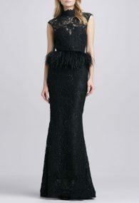 Вечернее черное платье с баской из черных перьев