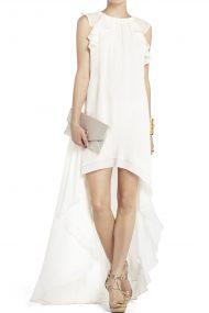 Белое платье с асимметричным подолом