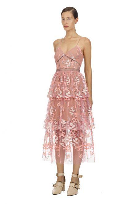 398b4923cb1 Нежно-розовое платье с цветочной вышивкой по тюлю - прокат и аренда ...
