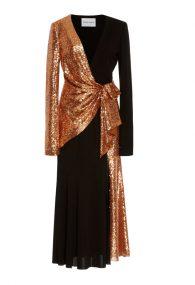 Эффектное платье с асимметричным декором