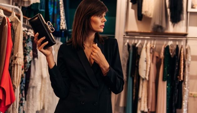 Фемінність в маскулінності: піджаки та сукні-жакети в жіночому гардеробі