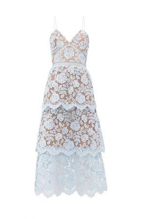 Нежно-голубое кружевное платье